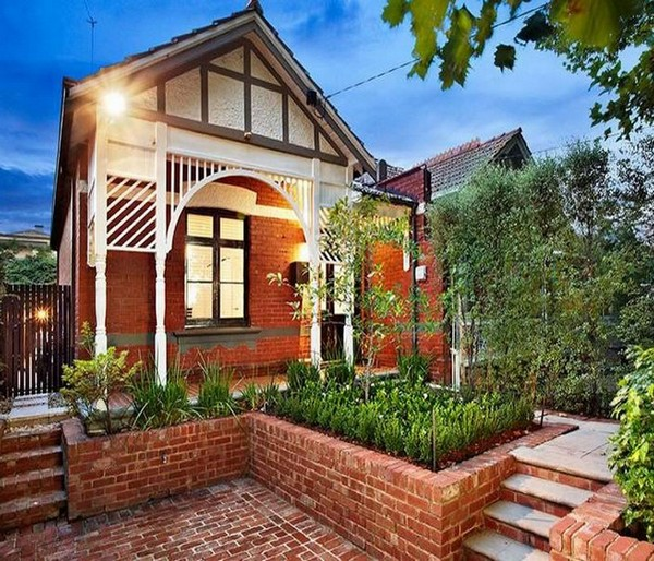 A Victorian Cottage Gets a New Body
