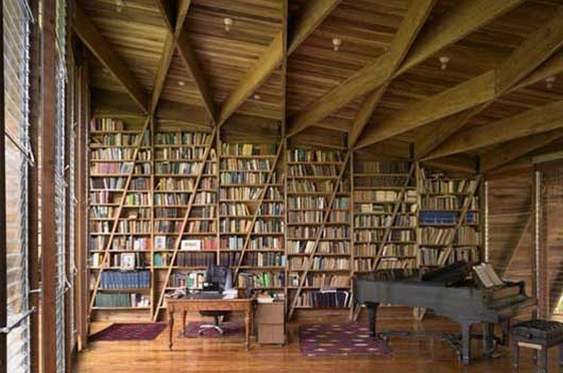 Casa Kike – 16,000 books and a grand piano