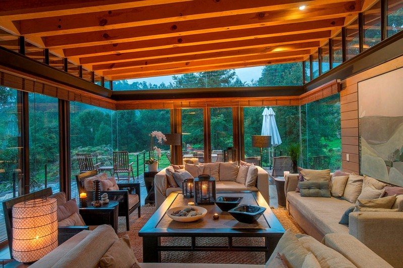 Glass walls flood the home with light and views.