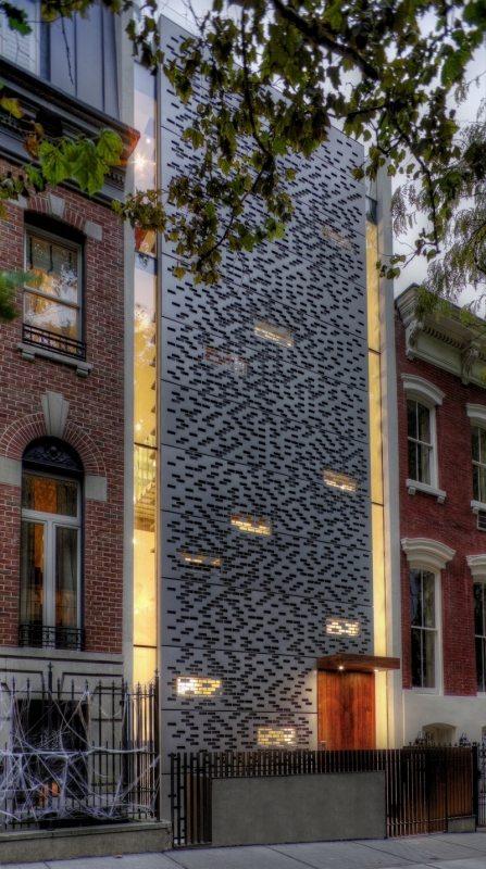 The aluminium facade confers privacy but allows ample lighting.