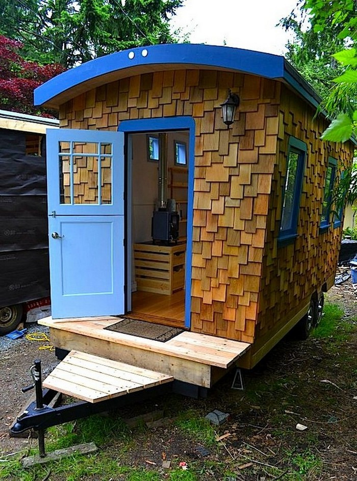 Amazing tiny homes on wheels house hunting Tiny house in backyard