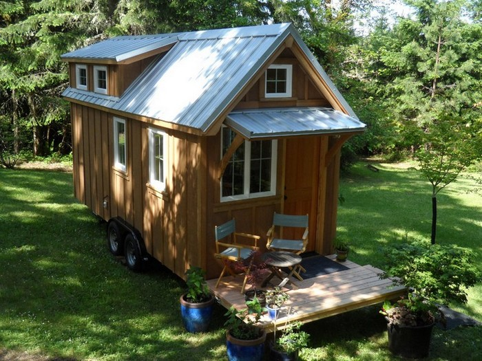 Amazing tiny homes on wheels house hunting Tiny little houses on wheels