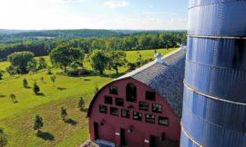 Barn home featuring large art studio!