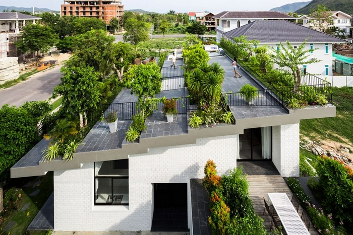 Contemporary Home with Roof Garden in Vietnam!