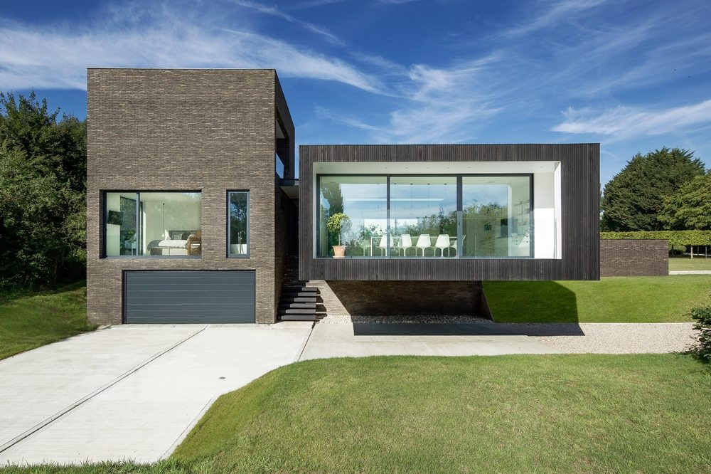 The rectangle-shaped house is divided into blocks with different views of the garden.