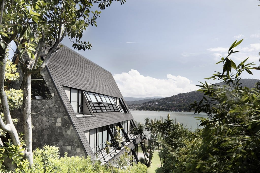 Casa A allows its inhabitants to live, not just near the lake, but with it.
