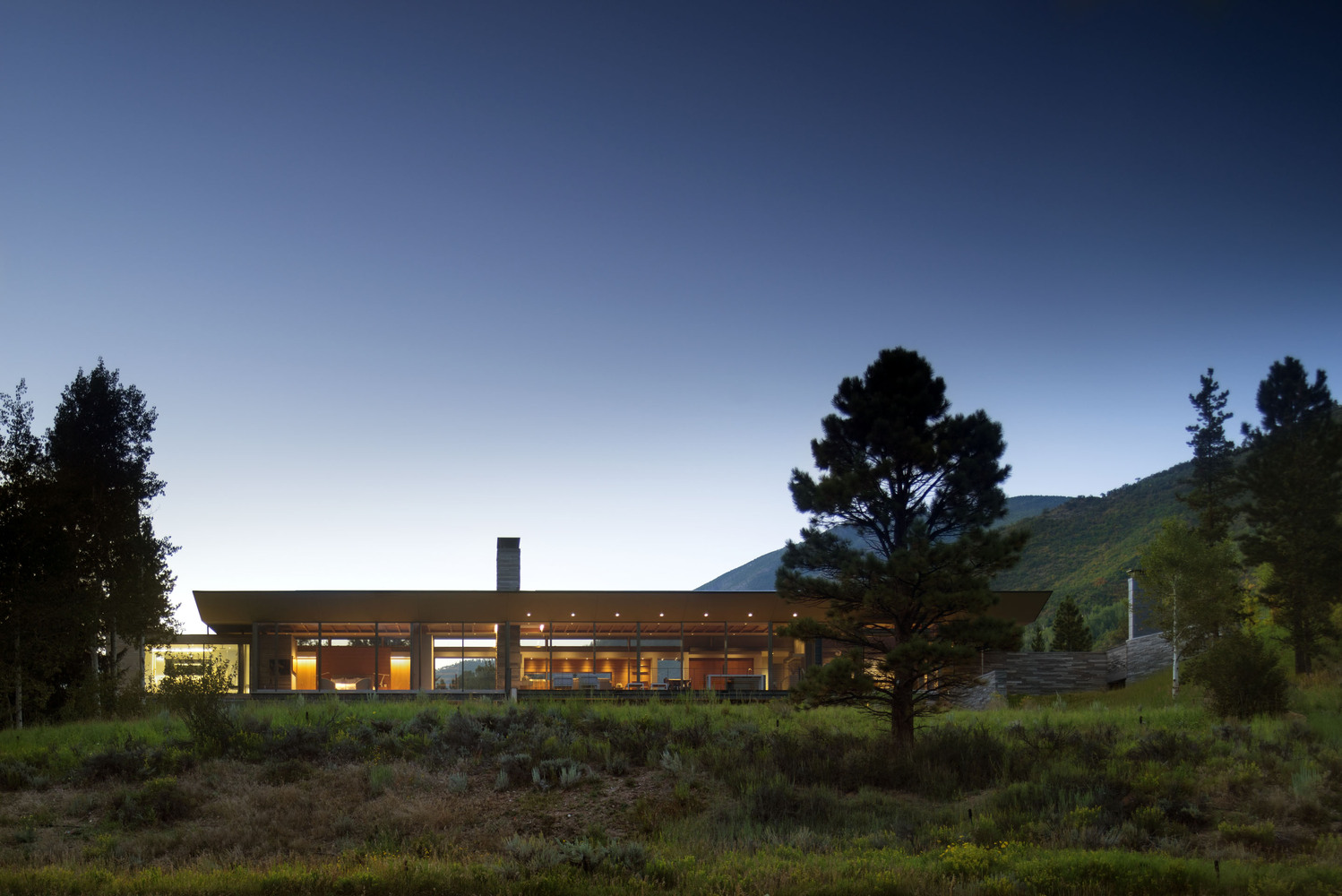 The Independence Pass Residence gives off a modern-mountain vibe that is both classy and warm.