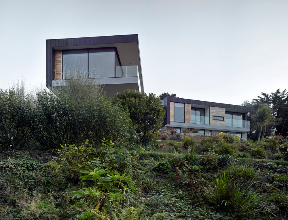 Owers House is an experience in itself as it evokes the feeling of being one with its surroundings.