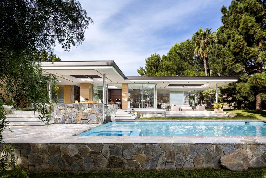 Malibu Crest Studio embodies lavish and ultra-modern living.